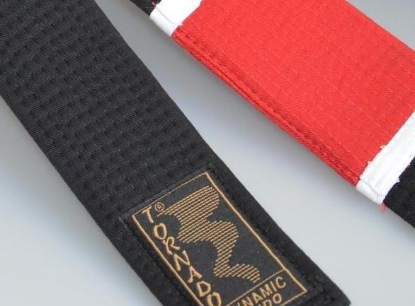 BJJ Gürtel schwarz, roter Balken